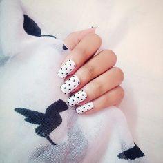 #Polkadots #white #nailart #simple