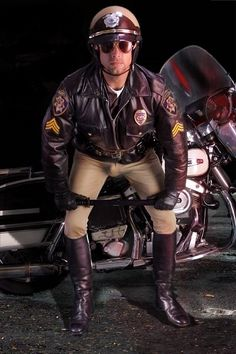 Real Motorcycle Cop with Harley. Leather Trousers, Leather Men, Police Cops, Hot Cops, Men In Uniform, Mens Gloves, Motorcycle Boots, Sexy Men, Hot Men