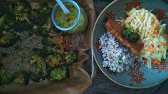Pierwszy raz upiekłam brokuły przez zupełny przypadek. Kilka różyczek leżących w koszyku nie zachęcało do specjalnego gotowania w wodzie. Ale idealnie nadawał się na blachę, na której czekały już i…