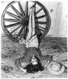 Classic Hollywood Pin-Ups – Beautiful and Sexy Portrait Photos of 60 Famous Actresses from Hollywood's Golden Age ~ vintage everyday Old Hollywood Glamour, Golden Age Of Hollywood, Vintage Hollywood, Classic Hollywood, Vintage Western Wear, Smile Pictures, Old Movie Stars, Western Movies, Western Film