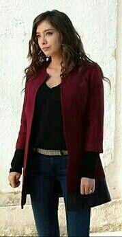 Neslihan Atagul stuntin as always on Kara Sevda set. Smart Outfit, My Outfit, Turkish Fashion, Autumn Street Style, Blazer Dress, Comfortable Outfits, Business Outfits, Everyday Fashion, Winter Outfits