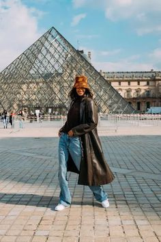 The Best Street Style at Paris Fashion Week Fall 2021 | Vogue Cool Street Fashion, Paris Fashion, Star Fashion, Fashion Trends, Street Style Trends, Street Style Looks, Zara Shop, Baggy, French Girl Style