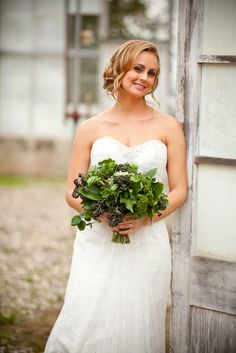 Florabundance Inspirational Design Days Bouquet designed by Holly Chapple, all green bouquet of succulents, english ivy with berries, trachellium. Wholesale Florist, Spring Wedding Flowers, Floral Supplies, One Design, Wedding Designs, Event Planning, Ivy, Bouquets, Floral Design