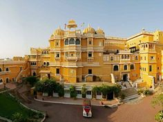 Get the Udaipur tour packages from the Royal Adventure Tours to give you the adventure note to the holidays. And there is more than the visit to the historical forts and Lake. There is adventure and activity in Udaipur. Udaipur, Most Luxurious Hotels, Luxury Travel, Heritage Hotel, North India, India Asia, India Tour, Palace Hotel, Architecture
