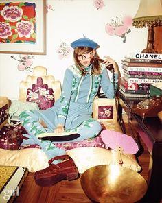 할머니 옷장에서 막 꺼낸듯한 그래니룩 이번 시즌 복고패션이 더 강력해질 것으로 예상되고 있다. 할머니를... Beauty Photography, Editorial Photography, Fashion Photography, Alone Girl, Retro, Aesthetic Pictures, Passion For Fashion, Editorial Fashion, Character Design