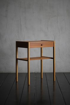 Small Cabinet - ITEM - HIKE | 1950年代を中心とした、ヨーローパ・北欧家具(中古家具・ヴィンテージ家具)の販売 Furniture Projects, Furniture Design, Homemade Desk, Small Cabinet, Side Bed, Bed Table, Solid Wood Furniture, Bedroom Styles, Wood Pieces