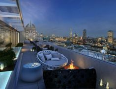 Radio Rooftop Bar at ME London is perfect for daytime sun bathing or night time dating offering stunning views of the Southbank. Spanish tapas are on offer washed down with tasty premium cocktails. 336-337 The Strand London WC2R 1HA