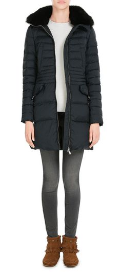 This+plump+down+jacket+from+Peuterey+is+made+luxurious+with+a+sumptuous+fox+fur+trim+at+the+collar.+The+chic+navy+color+and+longer+length+make+it+a+more+feminine+and+flattering+choice+than+the+usual+options+for+colder+climates+#Stylebop