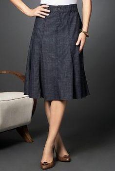 4° falda clásica: A, con godets y pretina. Cierre y botón al frente.