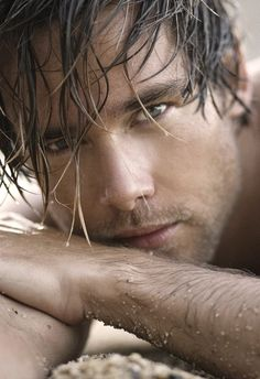 Mmmmmm.... grey eyes, wet hair, straight from the surf... it should be illegal to look so good!