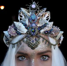Corona de vibes Festival por chelseasflowercrowns en Etsy