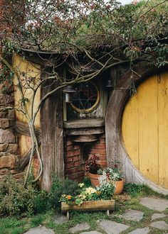 hobbiton — tourtakers: Make traveling a HOBBIT! Casa Dos Hobbits, Tyni House, Sustainable Architecture, Residential Architecture, Contemporary Architecture, Natural Building, Green Building, Fairy Houses, Cob Houses