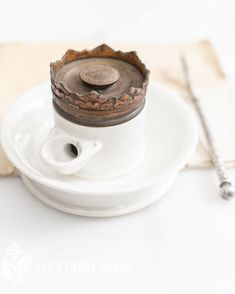 antique porcelain French pump ink well | miss mustard seed Clever Design, Diy Design, Rustic Cottage, Farmhouse Decor, Before And After Diy, Silver Dip, Very Clever, Miss Mustard Seeds, Antique Market