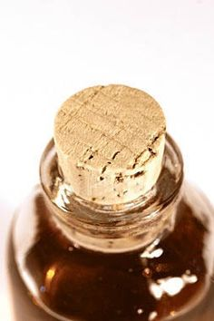 Esfoliante para os lábios:  Açúcar com mel. Misture os dois e faça uma massagem bem de leve e deixe agir por alguns minutos. Lábios mais macios e hidratados.