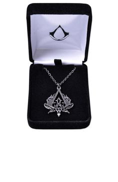 Discover all Assassin's Creed products only at the Ubisoft store. Be part of the Creed! Assassin's Creed Necklace, Bijou Geek, All Assassin's Creed, Assasing Creed, Geek Mode, Assassins Creed 3, Fandom Jewelry, Cool Stuff, Stuff To Buy