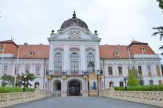Castle in Goddolo, Hungary Sissi, Prince, Hungary, Taj Mahal, Cool Pictures, Europe, Mansions, House Styles, Building