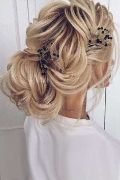 [ Bridal Hairstyles : 30 Elegant Wedding Hairstyles For Stylish Brides ❤ Elegant wedding hairstyles are always in trend. You can do them from any hair Medium Long Hair, Medium Hair Styles, Short Hair Styles, Headband Hairstyles, Up Hairstyles, Bridal Hairstyles, Unique Wedding Hairstyles, Elegant Wedding Hair, Wedding Bride