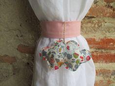 Embrasse nuage en liberty Betsy pour rideau en tissu en forme de nuage : Accessoires de maison par les-voilages-de-caroline