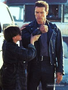 Terminator 2: Judgment Day - Publicity still of Arnold Schwarzenegger & Edward Furlong