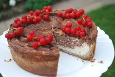 Today I'm going to share a very yummy cake recipe with you. Original recipe can be found here (in Estonian only). The recipe makes 6 large or 8 normal portions. Banting Desserts, Banting Recipes, Low Carb Recipes, Delicious Cake Recipes, Yummy Cakes, Yummy Food, Low Carb Cheesecake, Chocolate Cheesecake, Low Carb Sweets