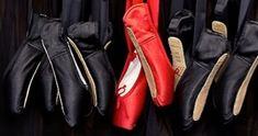Znalezione obrazy dla zapytania red pointe shoes