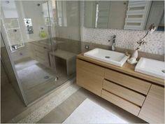 Salle de bain couleurs naturelles, matières bois/galets. Retrouvez ...