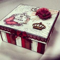 Vamos começar a semana com tudo!? VAMOS ♥ Para começar a segunda, trouxemos uma inspiração de caixa mdf de se apaixonar! Sem contar que é uma ótima dica para presentear aquela pessoa querida.  Mãos a obra e vamos fazer nossa caixa decorada.  Escolha tudo que precisa, e enviamos para você ✅✅ Acesse agora: www.palaciodaarte.com.br #palaciodaarte #decoraçao #caixamdf #caixamadeira #caixadecorada #amoarte