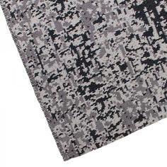 Super gaaf vloerkleed van LABEL51, met de hand geweven en een leuke vintage uitstraling! In dit tapijt is gewerkt met verschillende kleurgradaties zwart, wat zorgt voor een speels effect! Met dit vloerkleed geef je je industriële interieur net dat extra accent! #vloerkleed #industrieel #zwart #tinten #geweven http://www.label51.com/verkooppunten