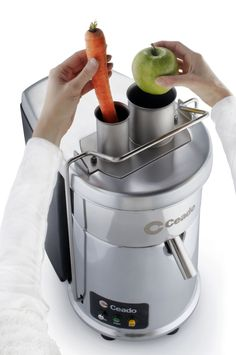 Ceado ES700 ES-700 is the #1 juice extractor in the industry with automatic pulp ejection. The only one with double feed chute for best juice extraction from fruit and vegetables.