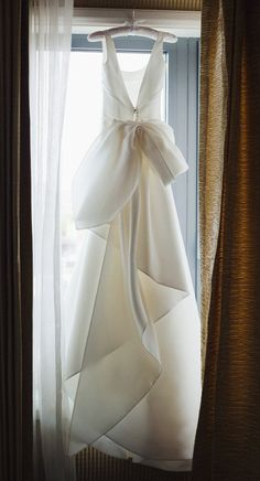 Stunning one-of-a-kind dress with an effortlessly draped, architectural bow feature in the back by Italian design house Le Spose di Gio. This dress…