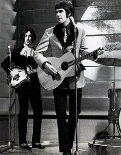 Great photo of The Kinks' Ray and Dave Davies...