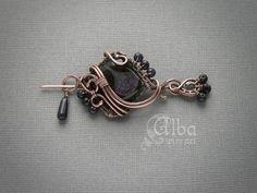 pendant/brooch by Alba wire art