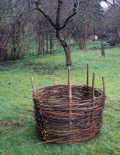 How to weave a raised flower bed, compost bin, planter 'sleave' or fence. << My parents have the only coppiced hedge in town, so why not have wattle planters, too?