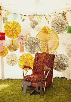 love softness and various sizes of these fab accordian paper wheels, the banner and the vintage chair - all so cool together