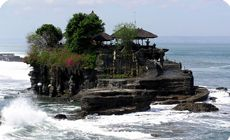 this is Tanah Lot, Tabanan, in Bali . a big tourist attraction for sure but it is only one of the billon cool places to see and to in Bali . Oh The Places You'll Go, Places To Travel, Places To Visit, Tourist Places, Tourist Spots, Travel Destinations, Beautiful World, Beautiful Places, Beautiful Beach