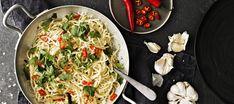 Valkosipuli-chilipasta | Pääruoat | Reseptit – K-Ruoka Chili, Garlic Pasta, Paella, Spaghetti, Food And Drink, Healthy, Ethnic Recipes, Koti, Food Food