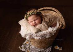 Sweet dreams 📷@fotomarzenia ❤️ Mój wianek jako dodatek.  #newborngirl #newbornstudio #newbornphotographystudio #newbornsession… Baby Flower Crown, Little Babies, Photo Sessions, Beautiful Flowers, Bridesmaid, Decor, Maid Of Honour, Decoration, Bridesmaids