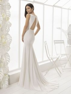 Low back wedding gown called Lark from the Rosa Clara 2018 Soft collection which has just arrived at Peter Trends Sydney. Rosa Clara Wedding Dresses, Wedding Dresses Sydney, Luxury Wedding Dress, Gorgeous Wedding Dress, Dream Wedding Dresses, Low Back Wedding Gowns, Crepe Wedding Dress, Open Back Wedding Dress, Wedding Suits