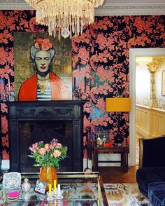 Statement wallpaper and major eclectic interior design going on in this South Lo. Statement wallpaper and major eclectic interior design going on in this South London home. See more from this home by clicking through! Estilo Kitsch, Piece A Vivre, Eclectic Decor, Eclectic Style, Eclectic Design, Eclectic Tabletop, Eclectic Furniture, Eclectic Living Room, Modern Furniture