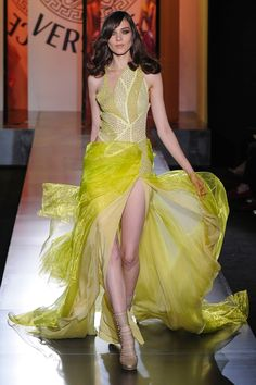 Versace Fall 2012 Couture - Review - Fashion Week - Runway, Fashion Shows and Collections - Vogue - Vogue
