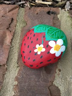Strawberry painted rock Painted rocks have become one of the most addictive crafts for kids and adults! Want to start painting rocks? Lets Check out these 10 best painted rock ideas below. Rock Painting Patterns, Rock Painting Ideas Easy, Rock Painting Designs, Rock Painting Kids, Pebble Painting, Pebble Art, Stone Painting, Dragonfly Painting, Chalk Painting
