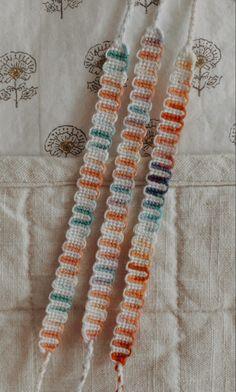 String Bracelet Patterns, Diy Bracelets Patterns, Yarn Bracelets, Diy Bracelets Easy, Summer Bracelets, Bracelet Designs, String Bracelets, Diy Crafts Jewelry, Bracelet Crafts
