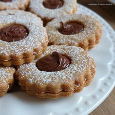 biscotto friabile ripieno caffe' nutella Biscotti Biscuits, Italian Cookies, Antipasto, I Foods, Macarons, Doughnut, Sweets, Fruit, Cooking