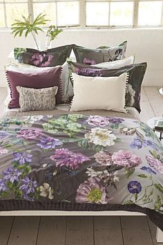 Statement Bedding From Designers Guild A Gorgeous Ilrated Botanical Offers The Finest In Digitally Printed