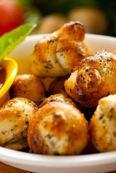 Great Garlic Herb Knots Recipe - only 4 ingredients - ready in 15 minutes!