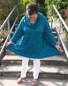"""Outfit mit Pullover """"Kim"""" von TE Hamburg und weißer Stretchhose von BON'A PARTE, Plateausandaletten BP Zone. Mein Beitrag zur Aktion #Buntes2014 im Juli mit Türkis ääähm Petrol ..."""