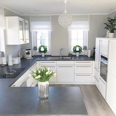 Almost weekend You can almost see the weekend Finally Di finally weekend Kitchen Room Design, Modern Kitchen Design, Home Decor Kitchen, Kitchen Interior, Home Decor Shops, Cuisines Design, Decorating Your Home, Home Furnishings, Kitchen Remodel