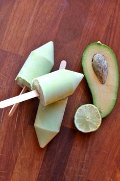 Avocado and Lime Ice Lollies (popsicles) | Veggie Desserts Blog >>>   These avocado and lime ice lollies (popsicles) are creamy and flavourful. Avocado makes a great base for frozen desserts and pairs well with the tangy lime. Vegan and gluten-free.  veggiedesserts.co.uk