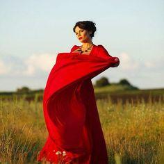 Россия - это состояние души, широкой, словно русское поле и насыщенной всевозможными оттенками, подобно разнотравью в нём.  #russia #russiailoveyou #alarusse #russiangirl #russian #soul #field #red #reddress #girl #woman #pretty #plussize #plussizefashion #plussizemodel #curvydolls #curves #curvy #curvymodel #curvygirl #love #мутныйум  #freedom #Александрмотылев #соображариум