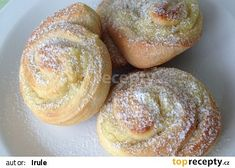 Šneky s pudinkem recept - TopRecepty.cz Doughnut, Hamburger, Muffin, Bread, Breakfast, Food, Celebrity, Sweet, Meal